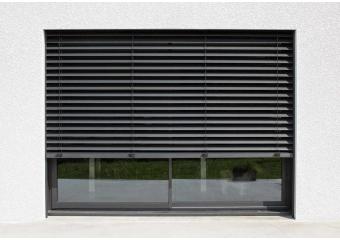 Baie vitrée aluminium avec brise-soleil
